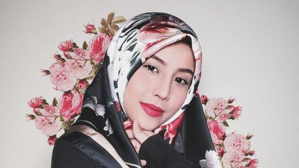 Yasin, Al-Fatihah dan Bunga Jadi Kado Awkarin untuk Oka Mahendra