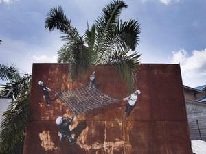 Mural-mural di Sumatera Kritik Industri Kelapa Sawit