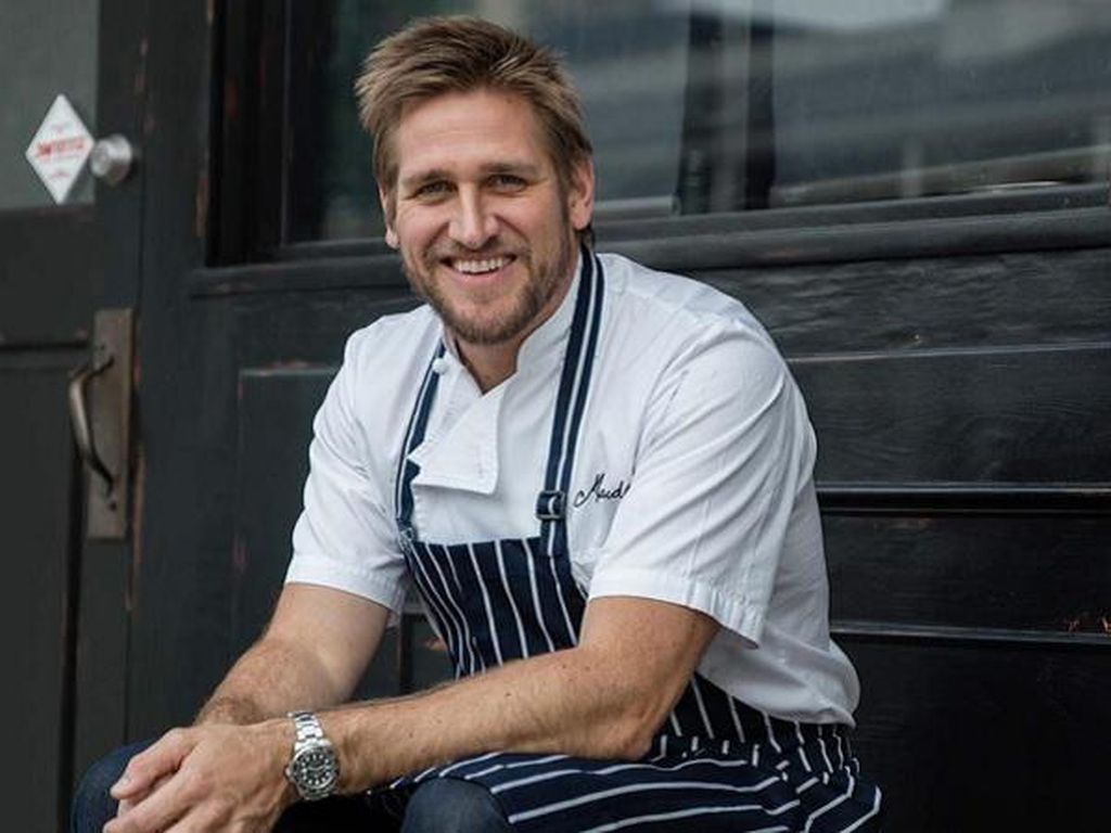 Chef Berwajah Keren Hingga Joki Antrean BBQ Iga yang Bisa Raup Rp 266 Juta!