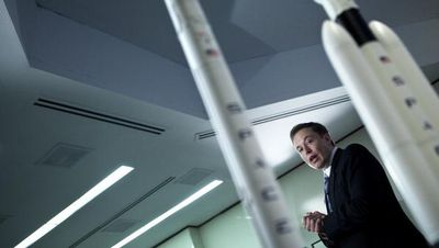 Rencana Gila Elon Musk: Kirim Mobil Sport ke Mars