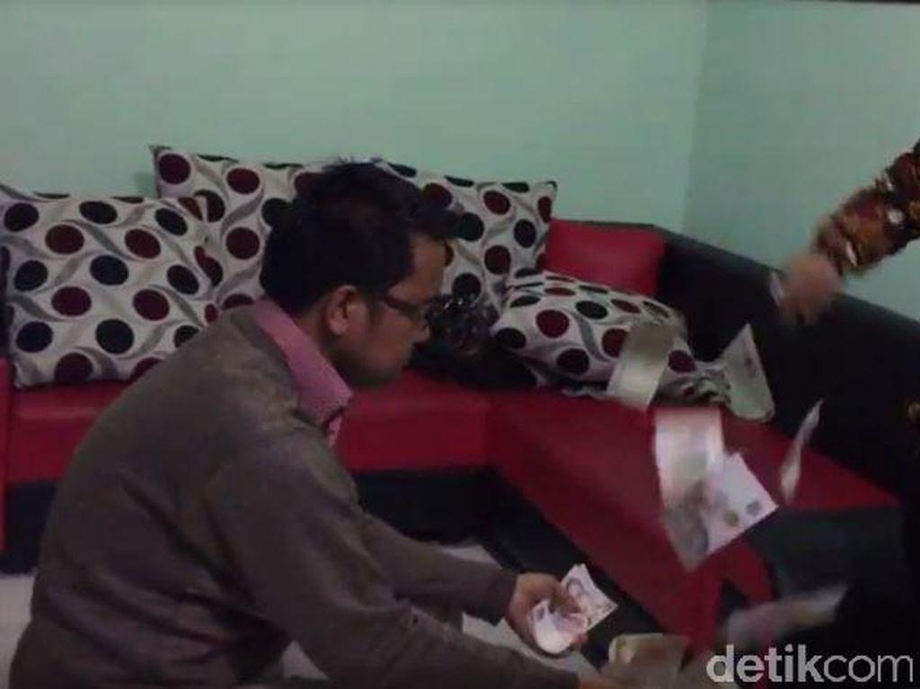 Dimas Kanjeng Pamer Keluarkan Uang Gaib Direkam di Lapas Medaeng