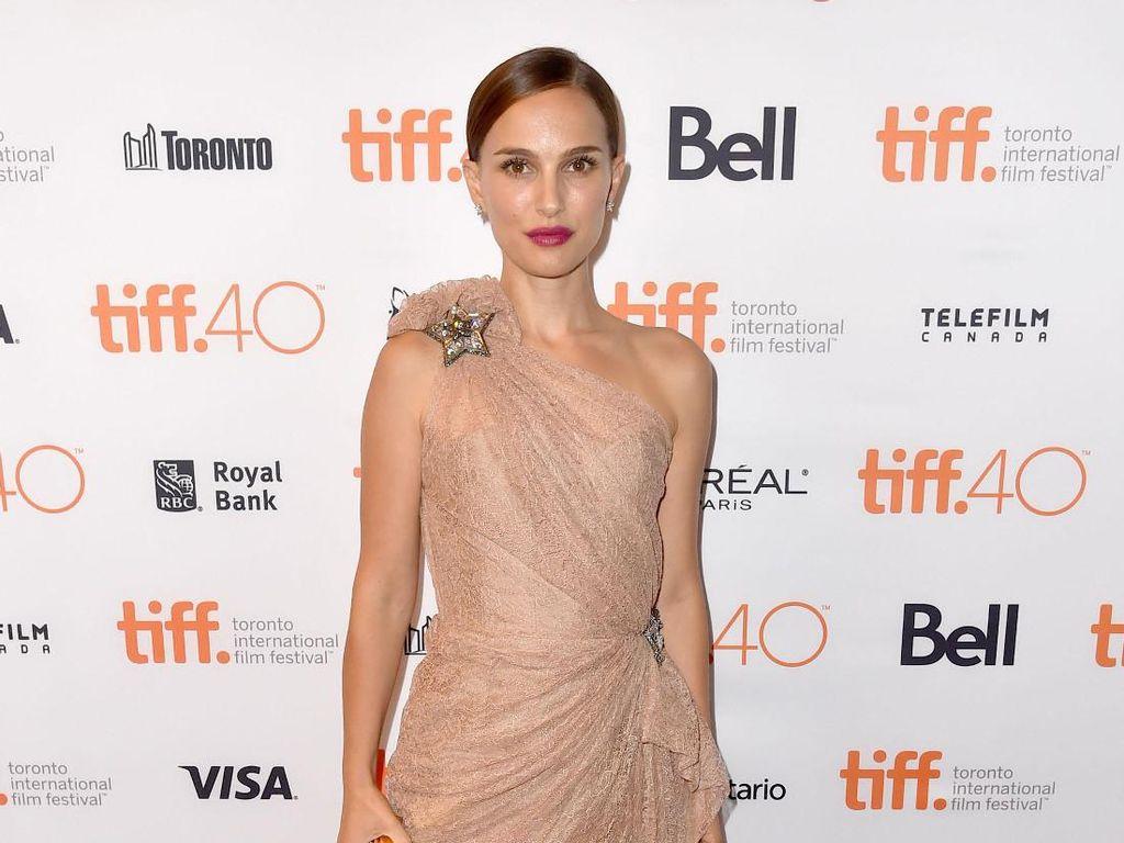 Natalie Portman Minta Maaf Pada Jessica Simpson karena Komentar Keperawanan