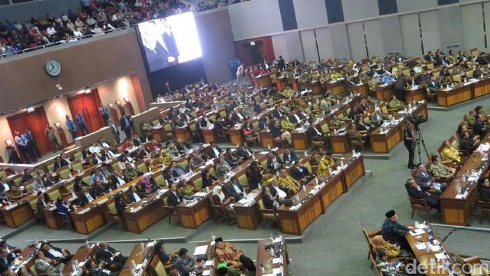Paripurna RUU Pemilu pukul 23.45 WIB