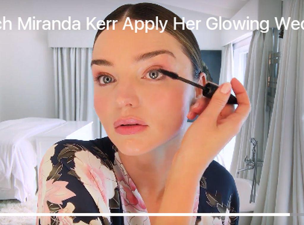 Miranda Kerr Makeup Sendiri di Hari Pernikahannya