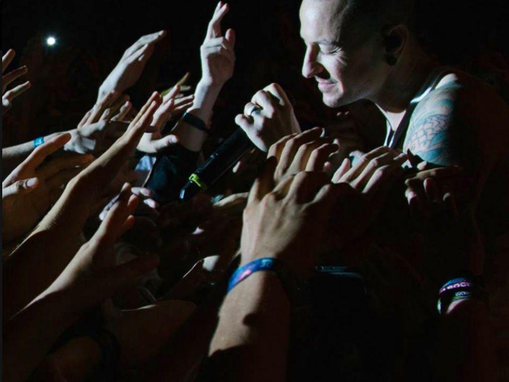 Facebook Linkin Park Banjir Ucapan Duka dan Kemarahan