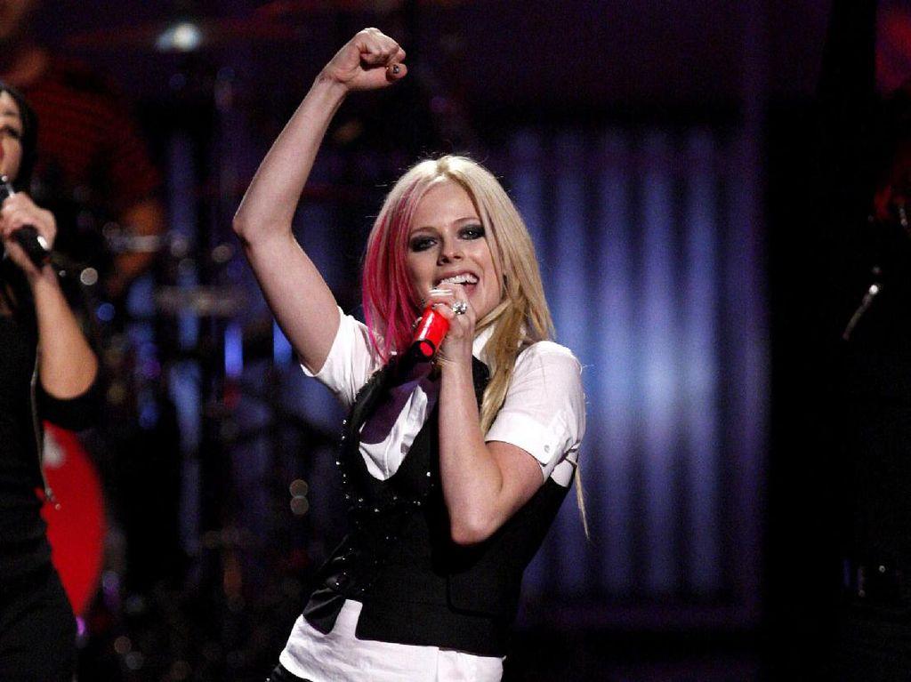 Ini Jadinya Kolaborasi Avril Lavigne dengan Nicki Minaj