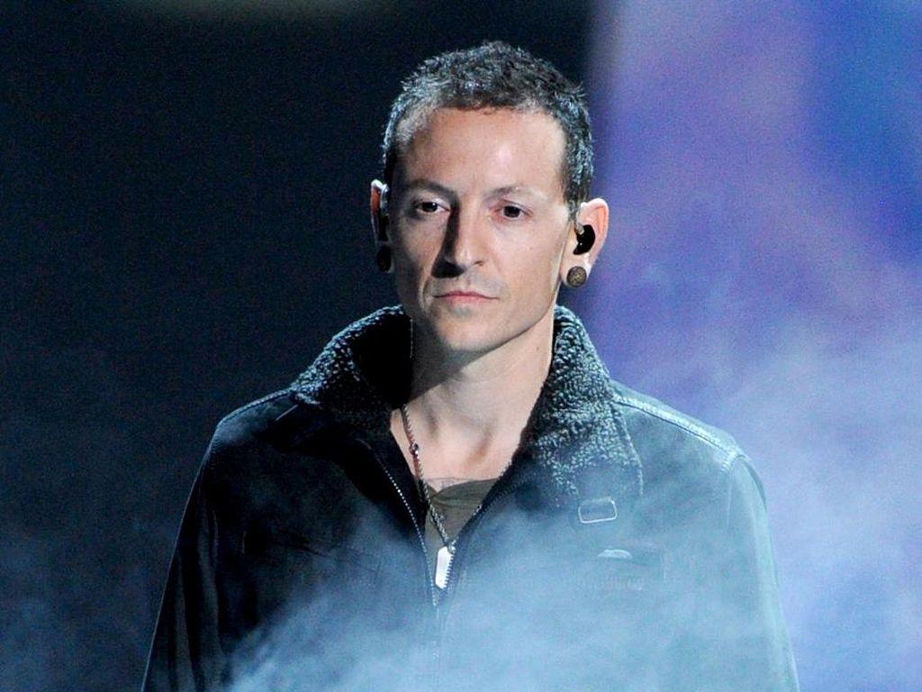 Penggemar Linkin Park Kenang 3 Tahun Meninggalnya Chester Bennington