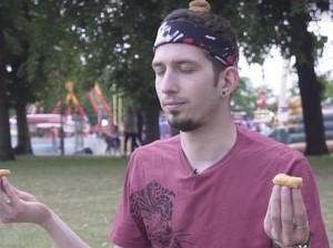 Ngemil Apa Olahraga, Kok Yoga Pakai Chicken Nugget?