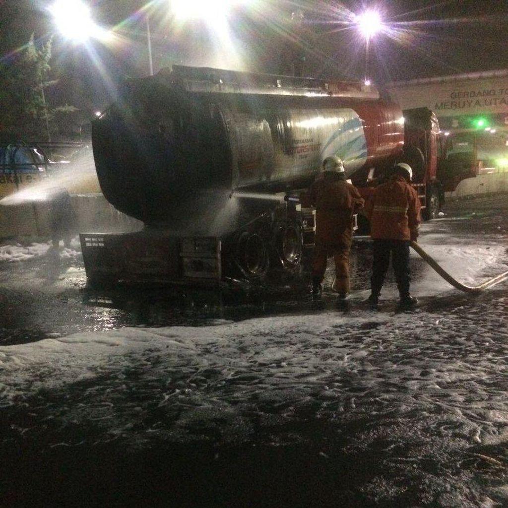 Api di Truk Tangki Padam, Pintu Tol Meruya Utama Dibuka Kembali