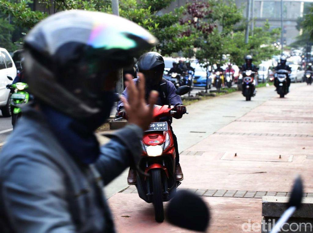 Djarot: Pemotor yang Masuk Trotoar Kami Tangkap