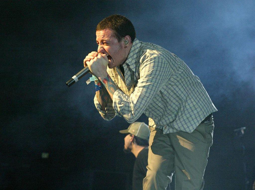 Label Tempat Linkin Park Bernaung Berduka Atas Kematian Chester Bennington
