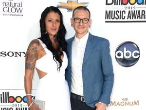 Akui Selingkuh dengan Mike Shinoda, Twitter Istri Chester Bennington Diretas?