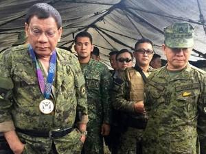 Duterte Mendadak Kunjungi Medan Tempur Marawi