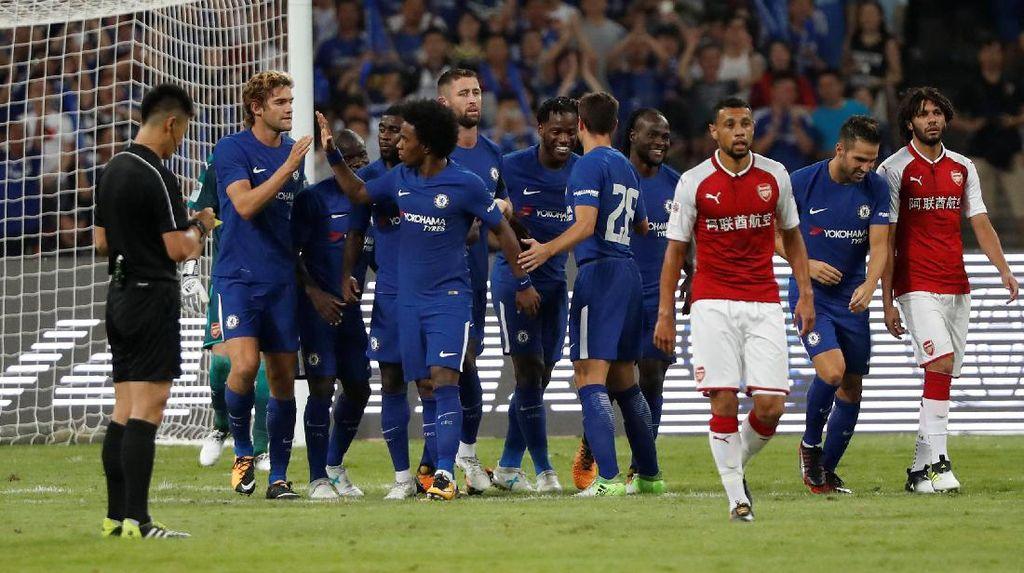 Batshuayi Dua Gol, Chelsea Kalahkan Arsenal 3-0