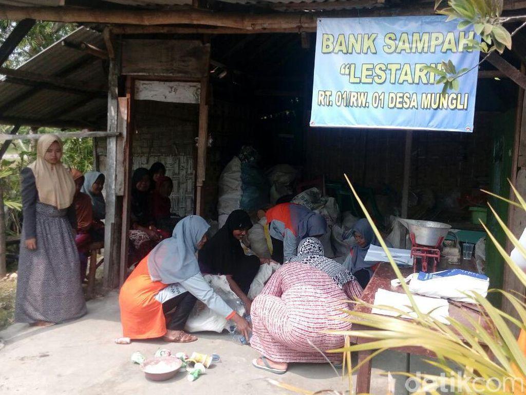 Warga Desa di Lamongan Diajak Cari Penghasilan dari Bank Sampah