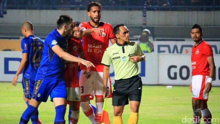 Persib vs Persija di putaran pertama Liga 1 (Foto: Wisma Putra)