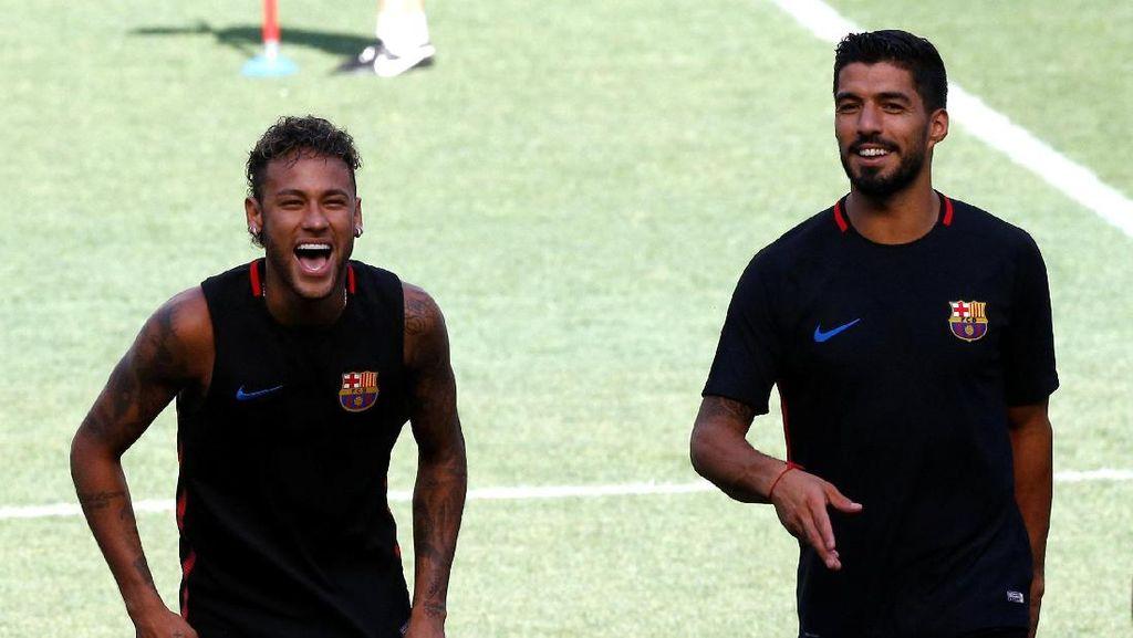 Telat Datang Latihan, Kepala Neymar Dikeplak Suarez