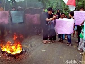 Puluhan Tahun Jalan Rusak, Warga di Cikidang Sukabumi Ancam Golput