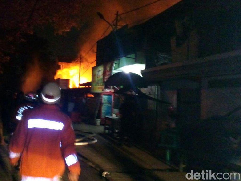 Permukiman Padat Terbakar di Pulogadung, 17 Mobil Damkar Dikerahkan