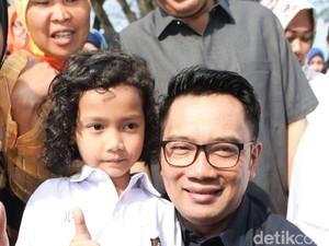 Ridwan Kamil Luncurkan Kartu Bandung Juara untuk Siswa Miskin