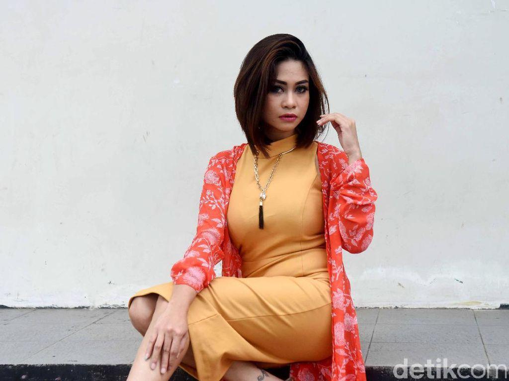 Ini Erlyn Suzan, Pedangdut Seksi yang Terciduk Bersama Pretty Asmara