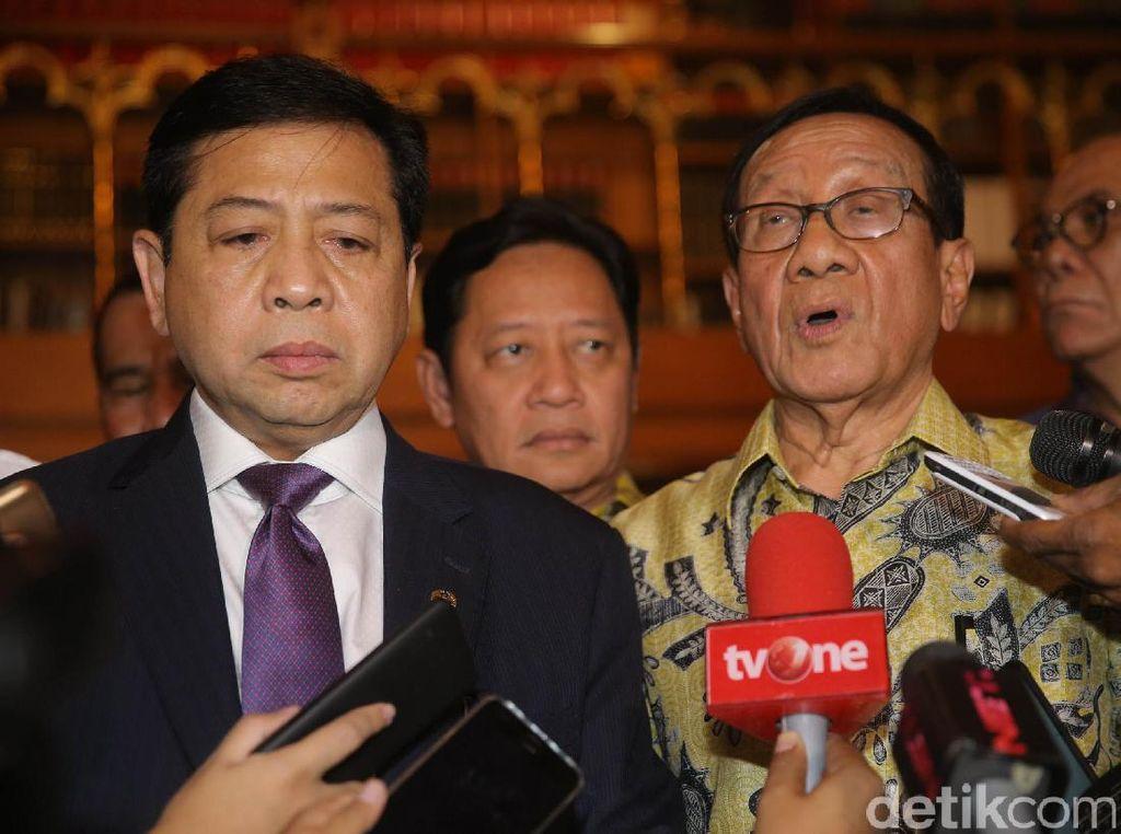 Akbar Tandjung Harap Novanto Lolos Praperadilan