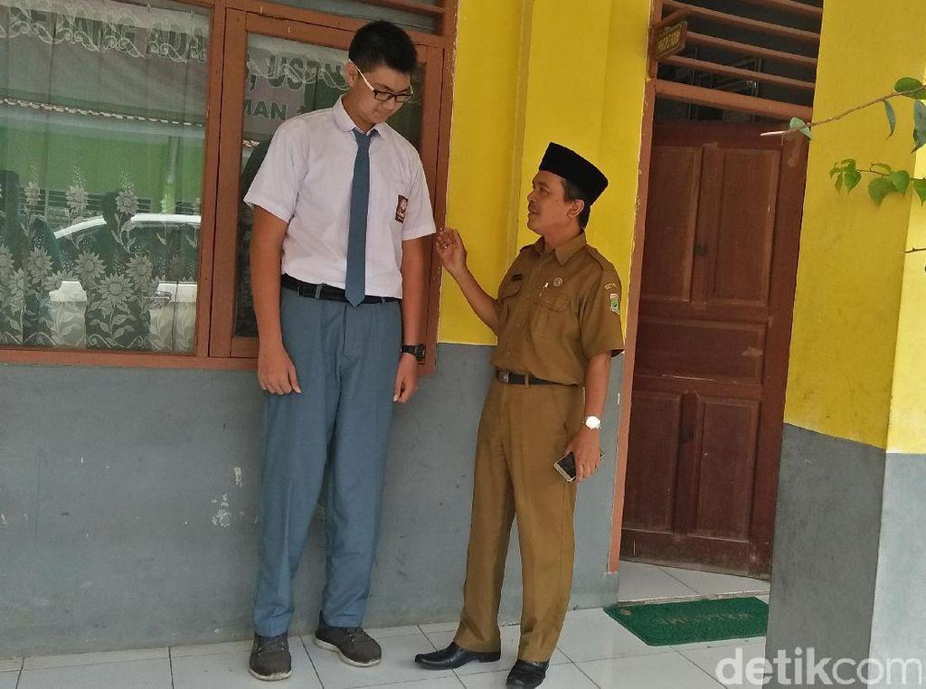 Ini Renard Anak SMA 18 Tangerang yang Tingginya Hampir 2 Meter