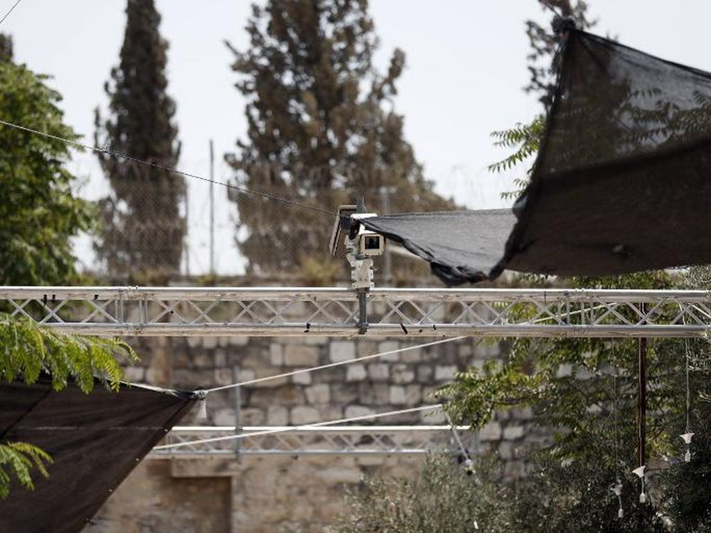 Ini Penampakan CCTV yang Dipasang Israel di Luar Masjid Al-Aqsa