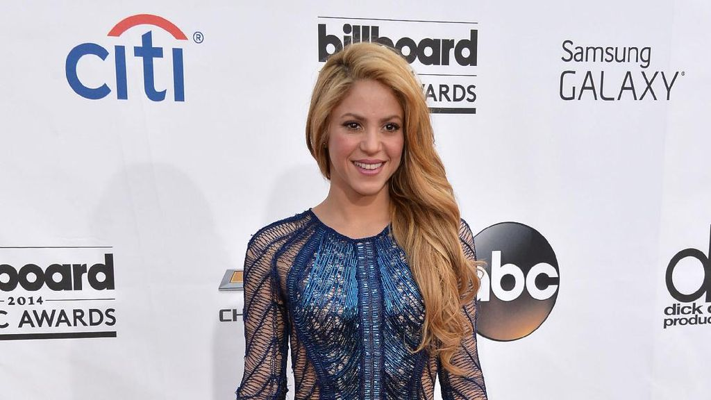 Masalah Pita Suara, Shakira Batalkan Jadwal Konser Lagi