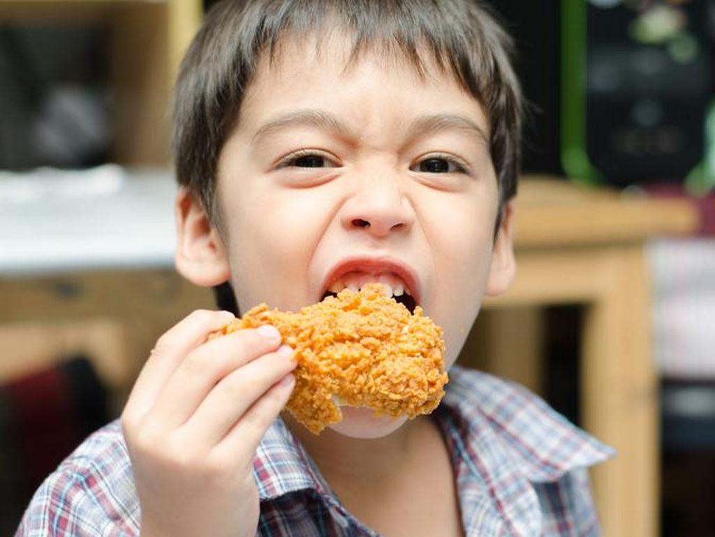 Si Kecil Doyan Fried Chicken? Ini Porsi yang Tepat Menurut Ahli Gizi