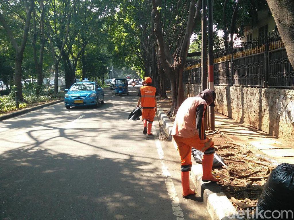Bantah Ketua DPRD DKI, Pasukan Oranye di Menteng: Kita Tidak Malas