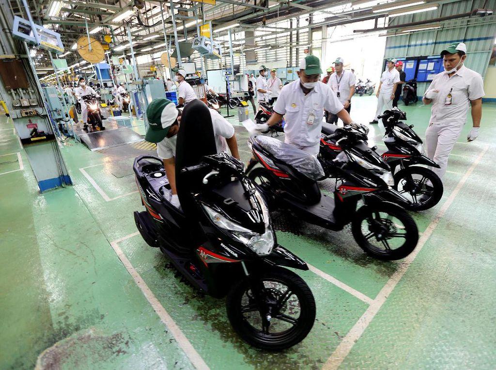 Melihat Perakitan Motor Honda di Sunter