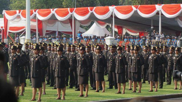 Ada 437 Taruna Akademi TNI dan 292 Taruna Akademi Polri yang dilantik Presiden Jokowi.