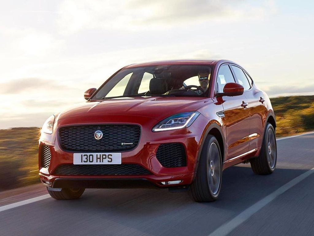 Aksi SUV Jaguar Jungkir Balik Seperti Roller Coaster