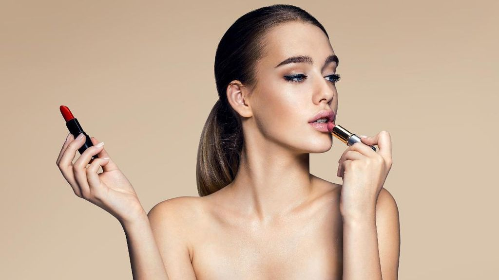 Seperti Ini Tipe Kepribadian Wanita Jika Dilihat dari Bentuk Lipstiknya