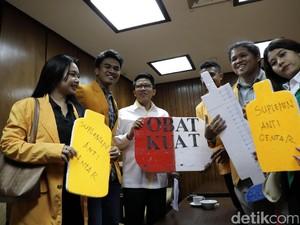 Mahasiswa Beri Obat Kuat ke Pansus Angket KPK