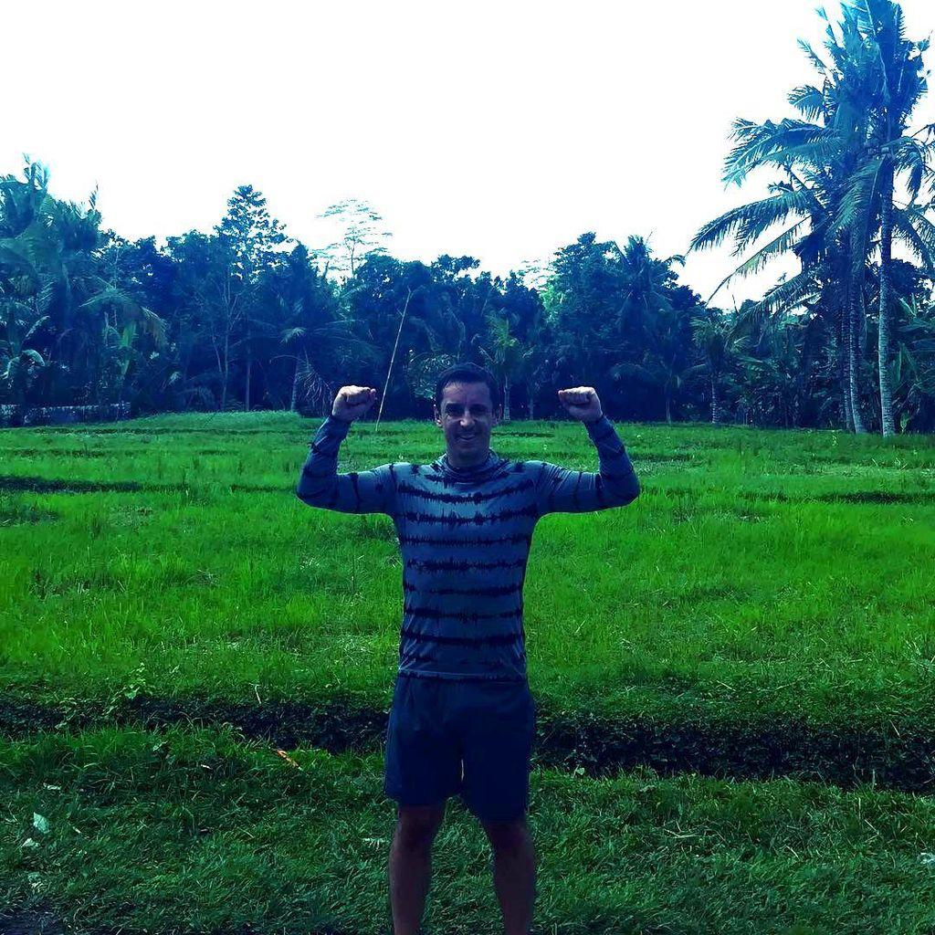 Gary Neville Liburan di Ubud, Sempatkan Nonton Bali United