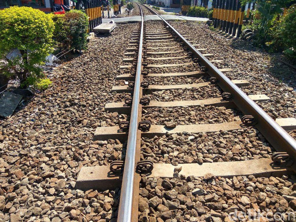 Rel Kereta di Sidoarjo Terkelupas, 4 Kereta Tertahan di Tiga Stasiun