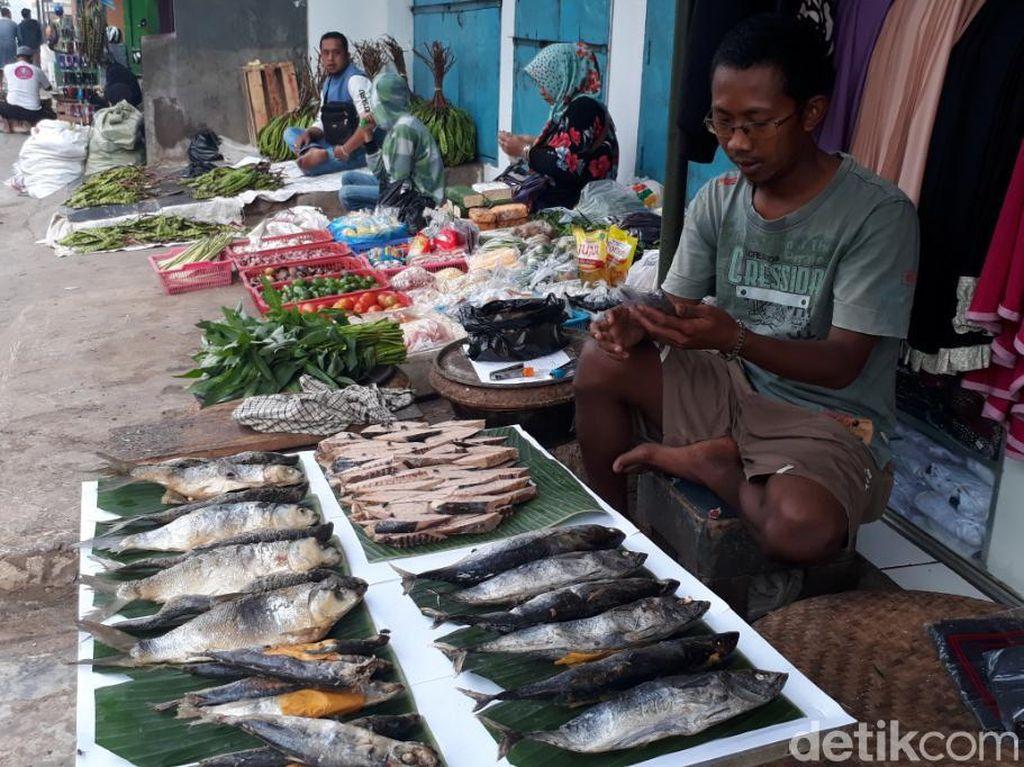 Pedagang Ikan Pindang Ngeluh Harga Garam Naik 5 Kali Lipat