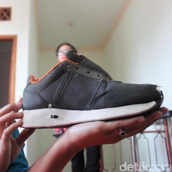 Warga Magelang Menciptakan Sepatu Khusus Untuk Tuna Netra