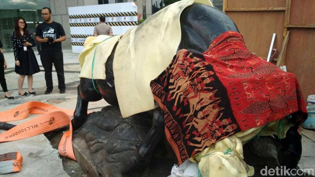 BEI Pajang Patung Banteng Wulung di Depan Gedung