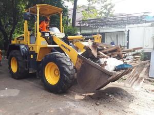 32 Gubuk Liar Pinggir Kali Surabaya Ujung Ditertibkan