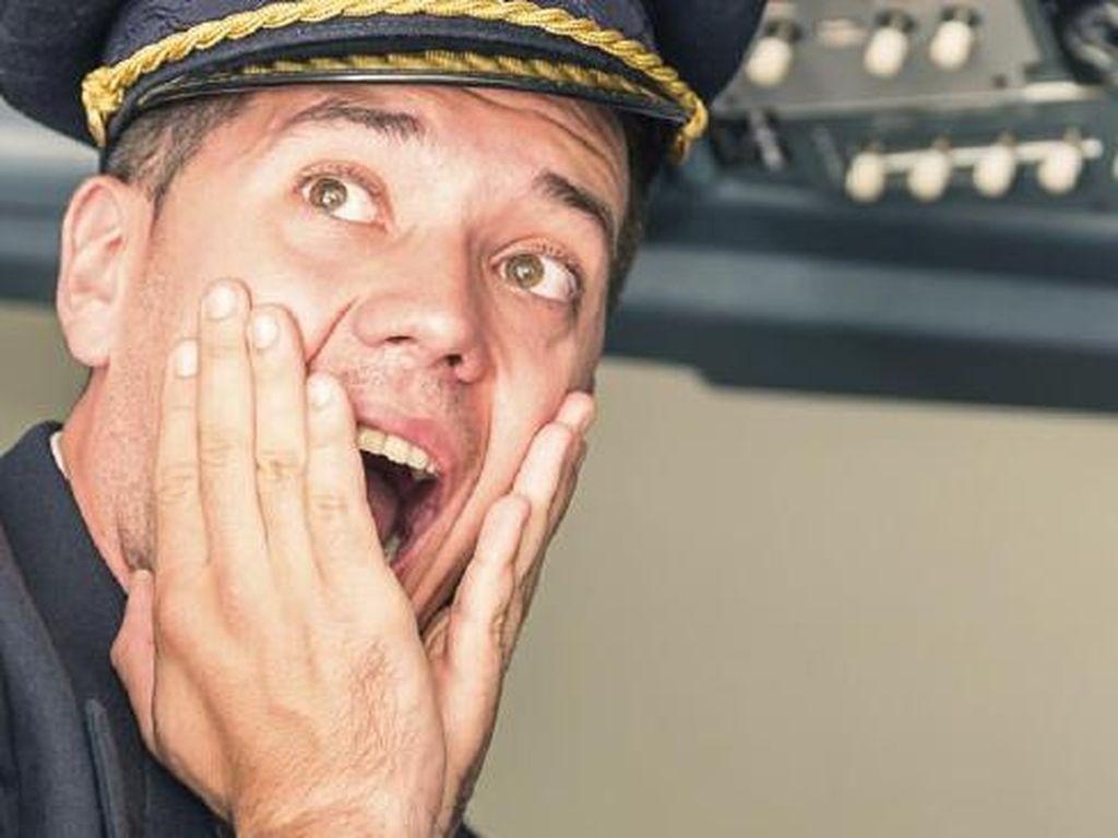 Kisah Pilot Buka Baju Sepanjang Penerbangan, Ngapain Sih?