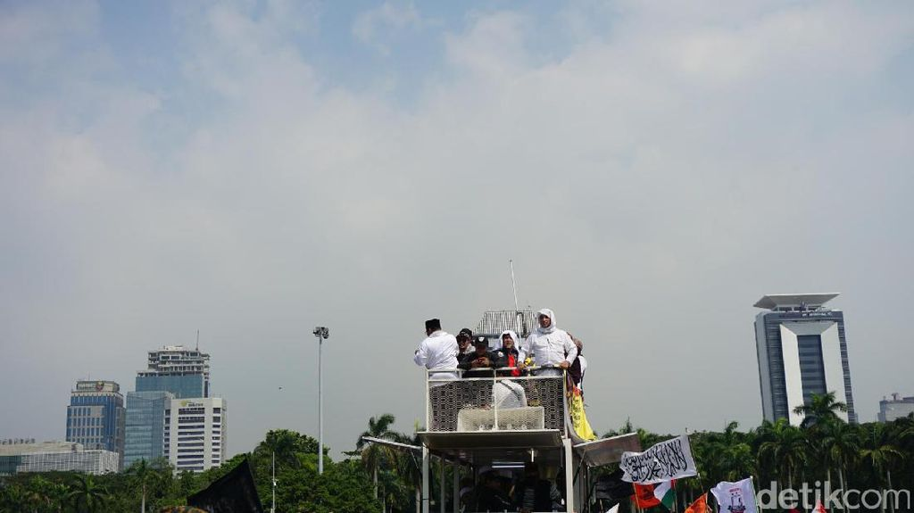 Foto: Massa Aksi 287 Bergerak dari Masjid Istiqlal ke MK