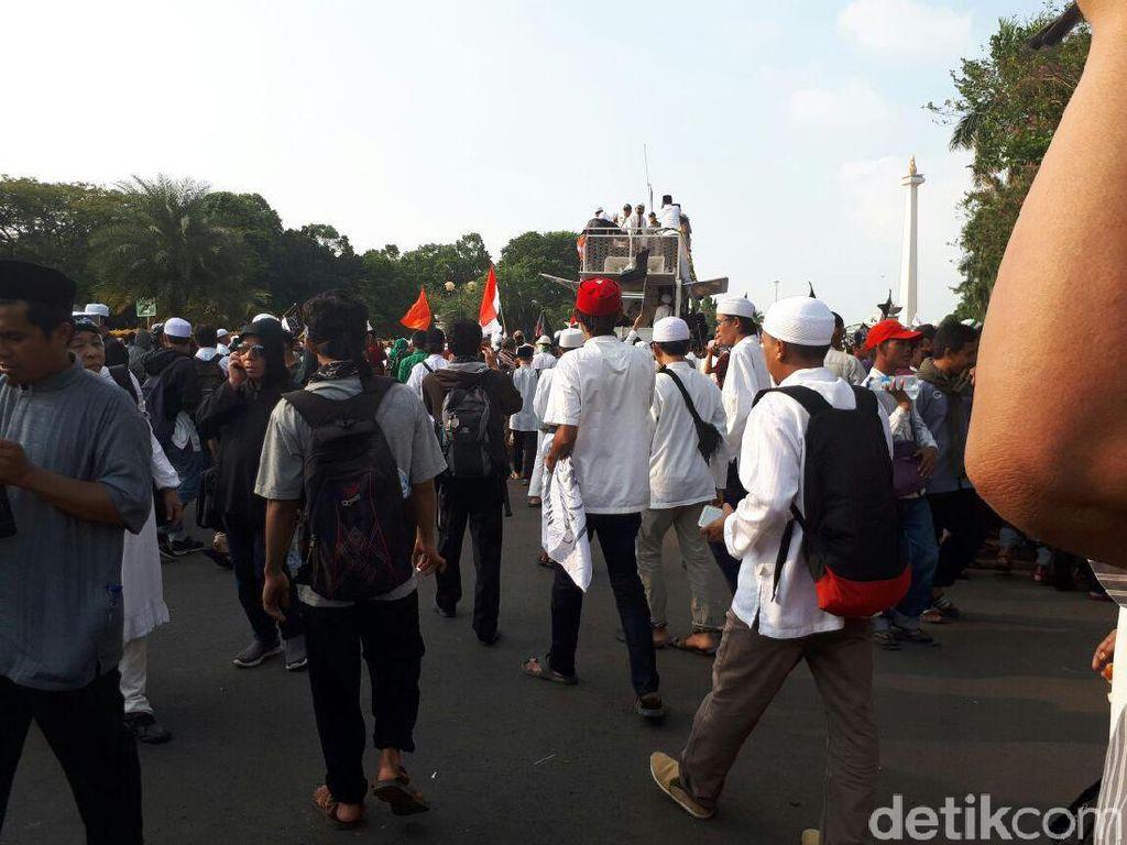 Bubar dari Monas, Massa 287 Bergerak Menuju Istiqlal