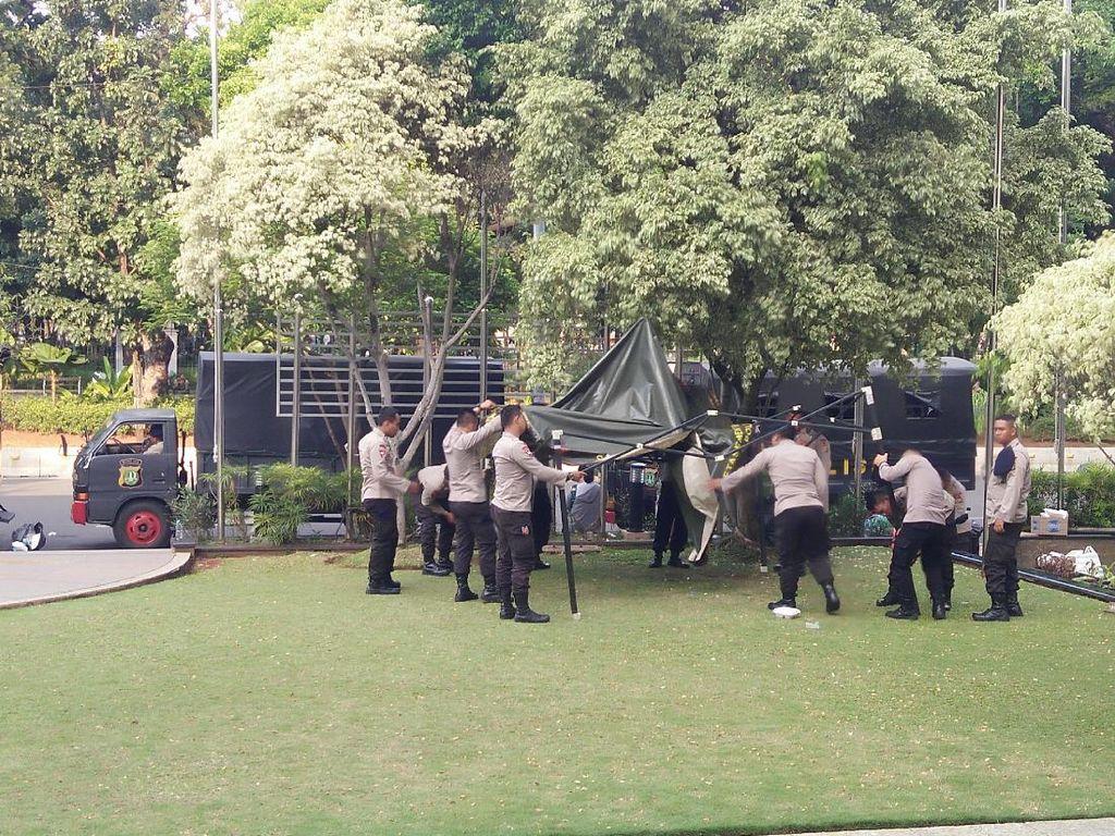 Aksi 287 Aman dan Kondusif, Polisi Tinggalkan Gedung MK