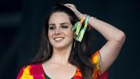 Lana Del Rey Dihujat Usai Bagikan Foto Pangeran Philip dan Ratu Elizabeth II