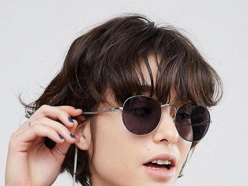 Aneh Banget, Asos Rilis Kacamata Ber-anting yang Bikin Bingung Netizen