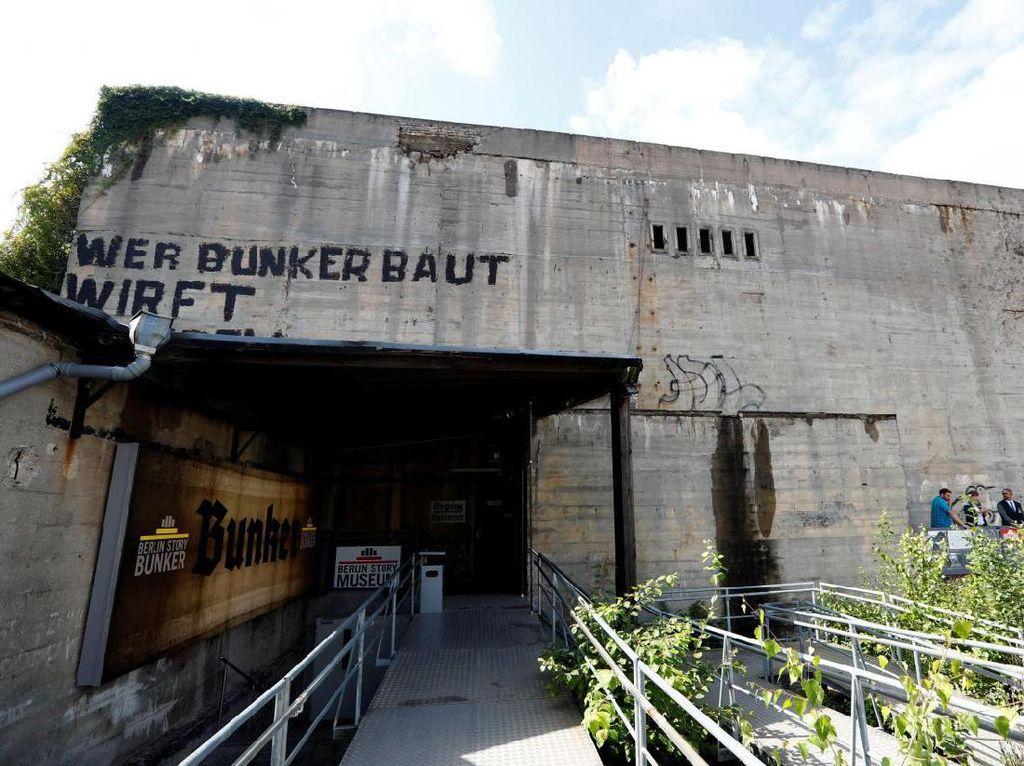Pameran Seni Perjalanan Adolf Hitler Ada di Bunker Berlin!