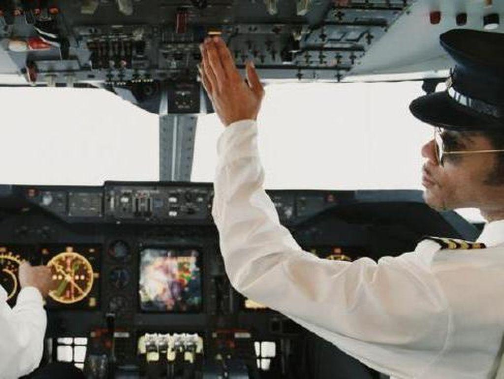 Beli Alat Kesehatan Saat Karantina, Pilot Kargo Dipenjara